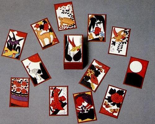 Taller de juegos japoneses(Chinchirorin, Hanafuda y Oichokabu)